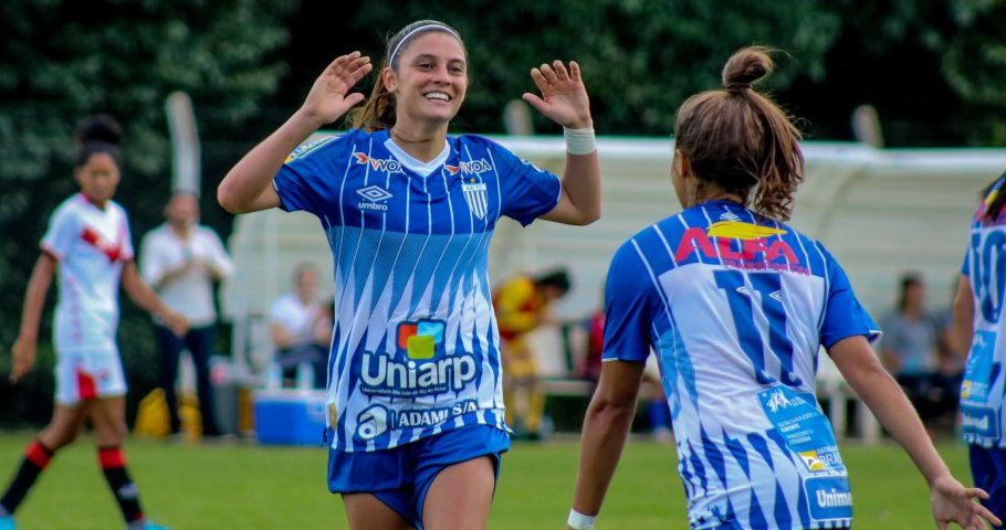 Futebol: Brasileiro feminino com três paranaenses