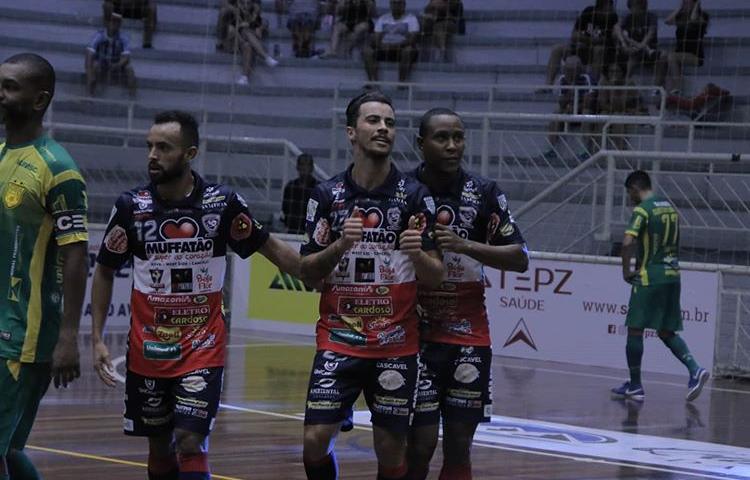 Futsal: goleada coloca Cascavel na decisão