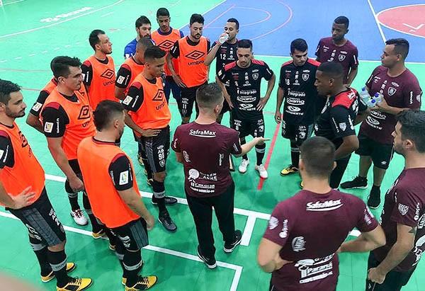 Futsal: Campo Mourão vira pra cima do Prude