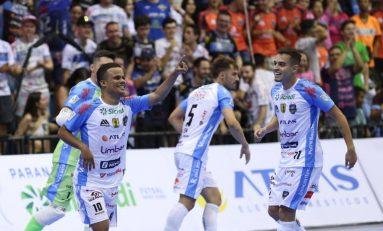 Futsal: campeões passam sufoco, mas vencem