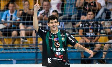 Futsal: jogador passa bem após concussão. Veja o lance