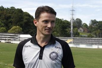 Futebol: Gusmão acha positiva alteração de regra