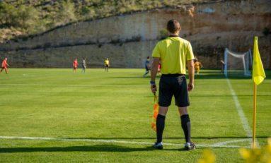 Futebol: Fifa autoriza cinco substituições