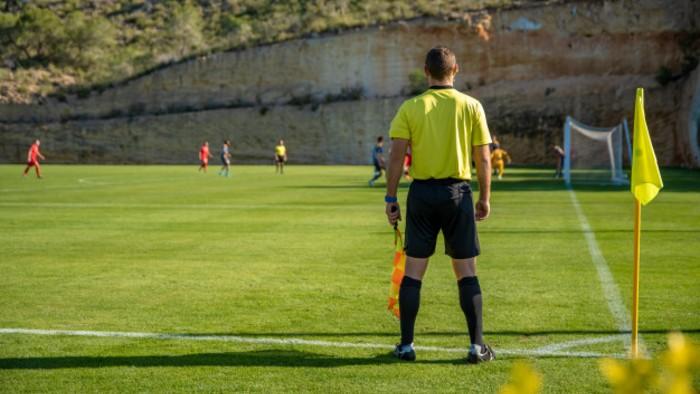 Futebol: Leonardo's na arbitragem da semifinal