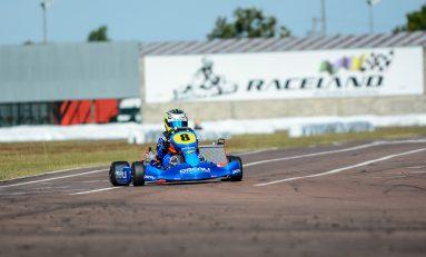 Kart: mãe vira piloto para acompanhar filho