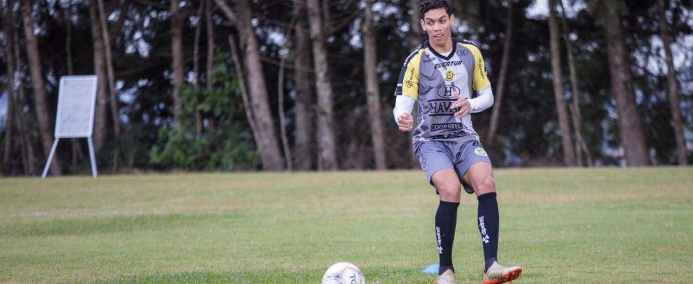 Futebol: atacante com covid desfalca o FC Cascavel