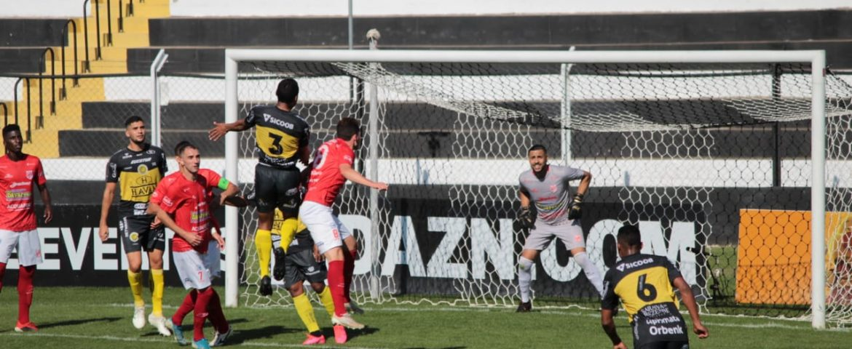 Futebol: FC Cascavel confirma favoritismo e fica perto da vaga