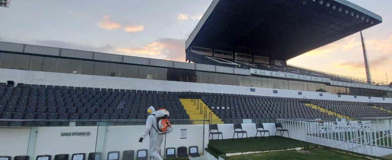 Pandemia: Operário sanitiza estádio para jogo com Cianorte