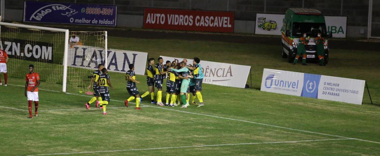 Futebol: FC Cascavel goleia e confirma vaga inédita