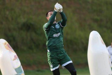 Futebol: Wilson fala da disputa entre goleiros do Coxa