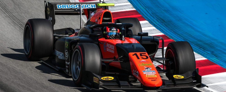 Fórmula 2: pit stop frusta corrida de Drugovich