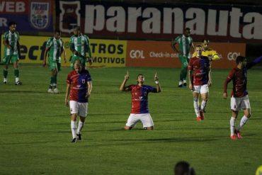 Série B: Paraná vira e segue invicto