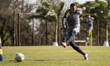 Lateral deixa o FC Cascavel