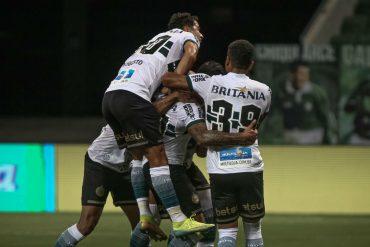 Coxa vence o Palmeiras e pode derrubar Luxemburgo