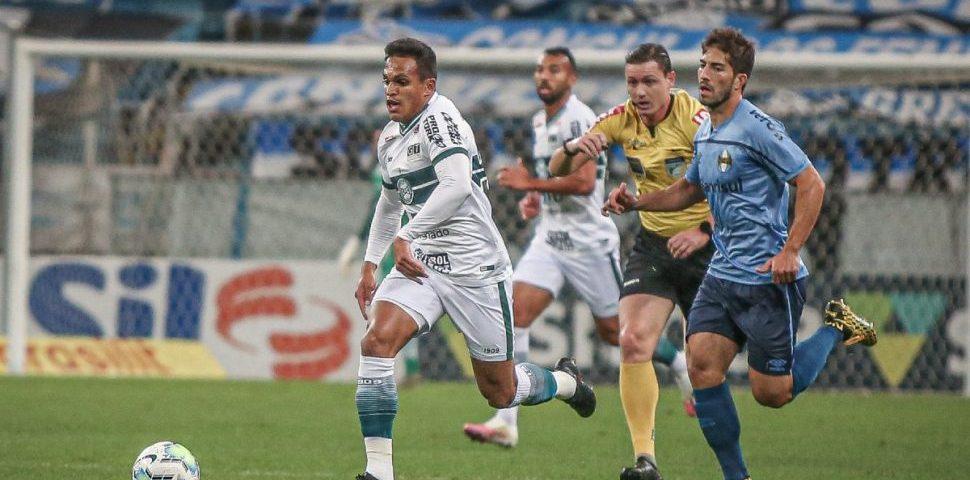 Coritiba perde do Grêmio em dia de mudanças