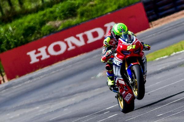 Granado é campeão do Superbike