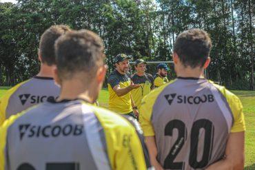 Crias tricolores buscam vitória na estreia
