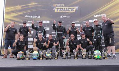 Excesso de bagagem: Mercedes-Benz domina pódio e inicia campeonato na liderança