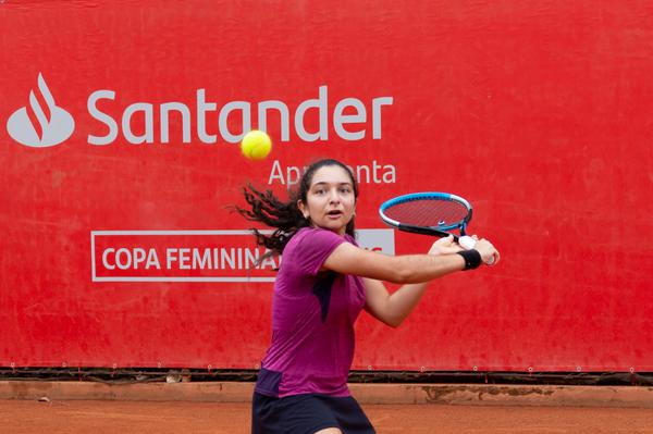 Tênis: curitibana fura quali e estreia como profissional